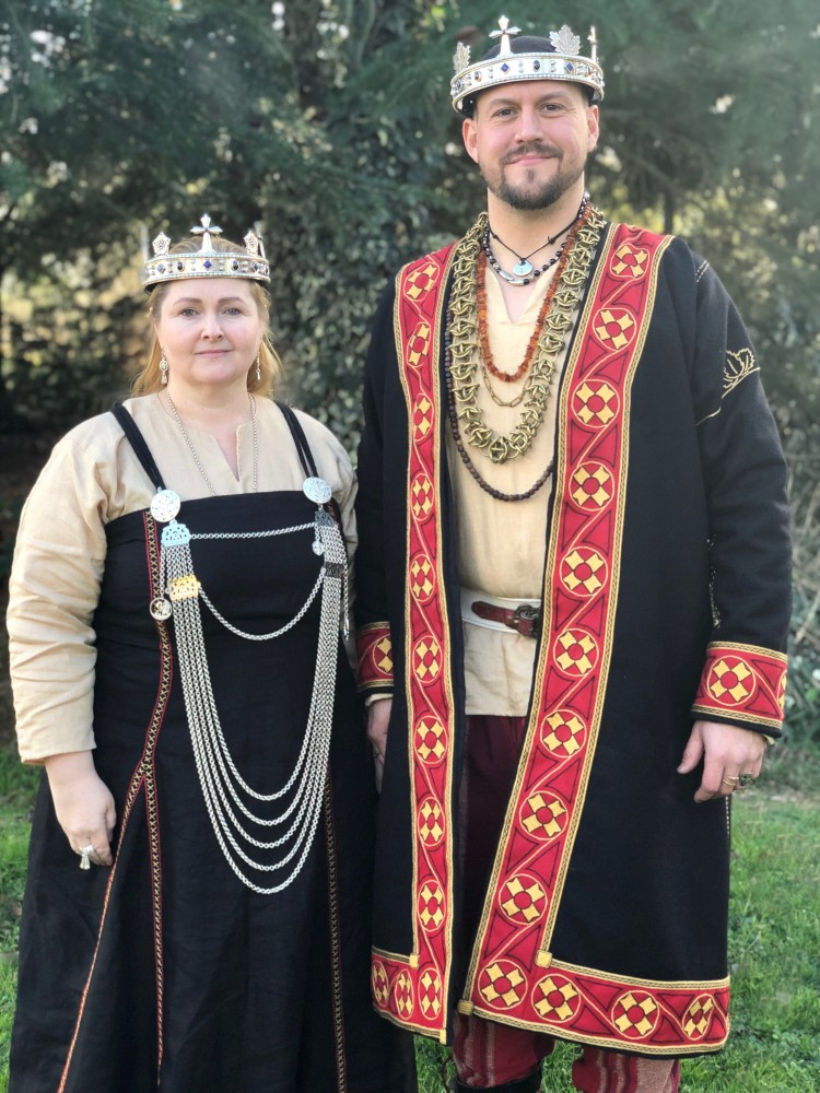 King Niáll and Queen Sabine, 35th Crown of Lochac